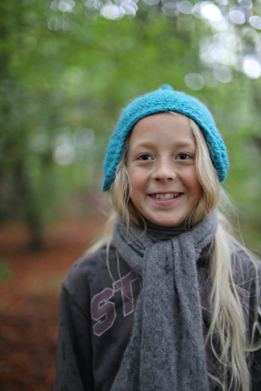 Storm smiler i skoven