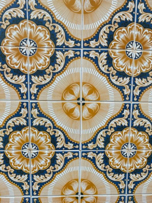 The tiles of Moncarapacho, take 3